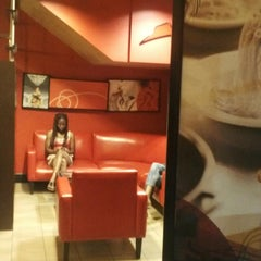 Photo taken at Pizza Hut by Nicoyian E. on 7/14/2013