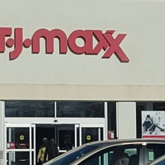 Photo taken at T.J. Maxx by Dennis L. on 11/13/2015