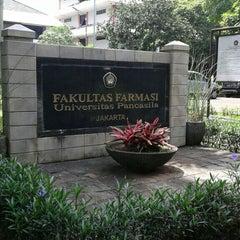 Photo taken at Fakultas Farmasi Universitas Pancasila by Diah N. on 4/29/2015