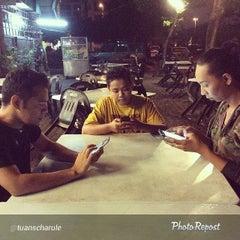 Photo taken at Restoran Seri Bunga by Ayu J. on 3/15/2014