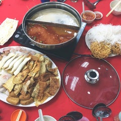 Photo taken at Restaurant Ho Ho Steamboat (好好海鲜火锅之家) by ₩. ♚. on 8/4/2014