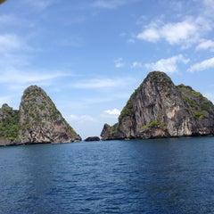 Photo taken at Koh Mook Charlie Beach Resort Trang by Carlo I. on 1/10/2014