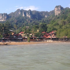 Photo taken at Railay Phutawan Resort by Ubbo O. on 2/9/2015