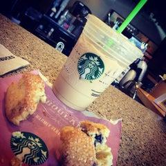Photo taken at Starbucks by Jobina 🍹 N. on 6/30/2014