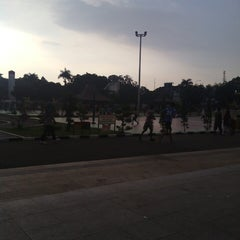 Photo taken at Alun-Alun Kota Serang by Fajar S. on 4/17/2013