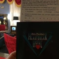 Photo taken at Elvis Presley's Heartbreak Hotel by Travis M. on 6/11/2014
