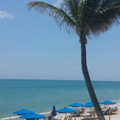 Photo taken at Jupiter Beach Resort & Spa by Sam O. on 5/21/2015