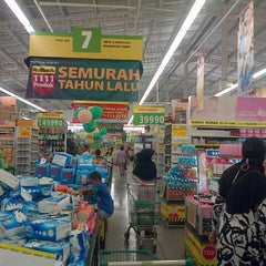 Photo taken at Giant Hypermarket by Muhammad A. on 8/31/2013
