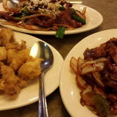 Photo taken at Cafe Noodle Chinese BBQ & Seafood by Joy R. on 10/21/2013