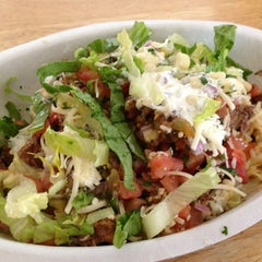 Photo taken at Chipotle Mexican Grill by Lawrence W. on 6/18/2013