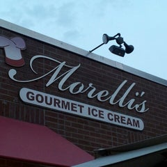 Photo taken at Morelli's Gourmet Ice Cream by Traci S. on 8/4/2013