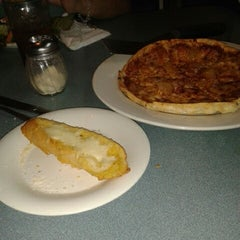 Photo taken at Pizza Hut by Alba A. on 9/8/2013
