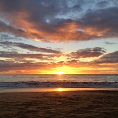 Photo taken at Kamaole Beach Park I by Peter L. on 2/7/2013