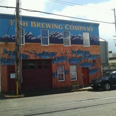 Photo taken at Fish Tale Brew Pub by Castulo J. on 4/14/2013