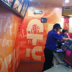 Photo taken at Taco Bell by Rafael G. on 9/5/2013