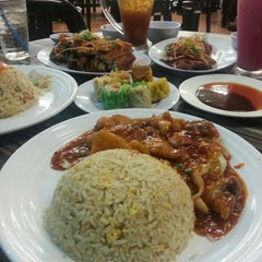 Photo taken at Restoran Cina Muslim Mohd Chan Abdullah by Fahmi s. on 8/3/2015