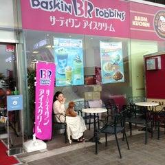 Photo taken at サーティワン アイスクリーム 海老名サービスエリア店 by J.Kobayashi on 9/11/2013