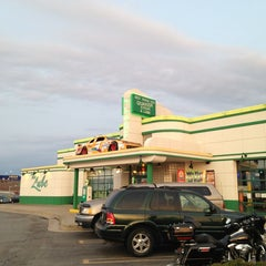 Photo taken at Quaker Steak & Lube® by Marco A. on 4/8/2013