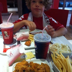 Photo taken at Kentucky Fried Chicken by S Ö. on 8/31/2013