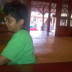 Photo taken at Ayam Gepuk Eco Raos by Ika A. on 10/21/2012