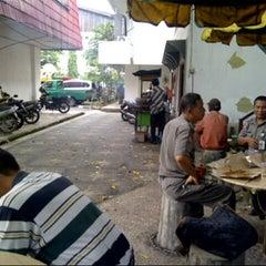 Photo taken at Kantor Walikota Banjarmasin - Pemkot Banjarmasin by Alfi K. on 11/27/2013