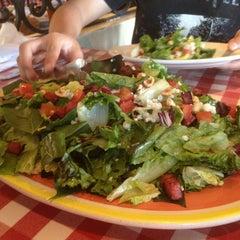 Photo taken at Italianni's Pasta, Pizza & Vino by Cuitz M. on 2/9/2013