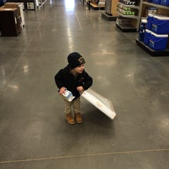 Photo taken at Lowe's Home Improvement by 🌴 D.J.🌴 on 2/1/2014