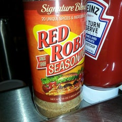 Photo taken at Red Robin Gourmet Burgers by john on 12/19/2012