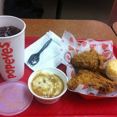 Photo taken at Popeyes by Songhee S. on 7/6/2013