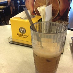 Photo taken at OldTown White Coffee by Sam L. on 10/7/2013