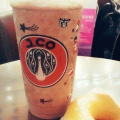 Photo taken at J.Co Donuts & Coffee by Rizki Amelia I. on 11/17/2014