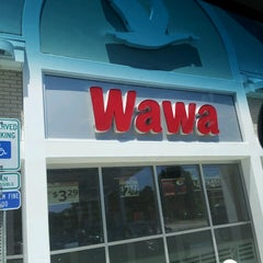 Photo taken at Wawa by Celeste D.💋 F. on 6/4/2013