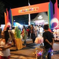 Photo taken at Kantor Walikota Banjarmasin - Pemkot Banjarmasin by Aan L. on 9/24/2013