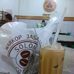 Photo taken at Solong Coffee by Ikhwanul H. on 5/31/2015