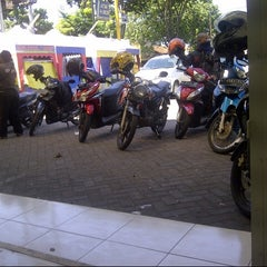 Photo taken at Indomaret by Ihwal P. on 4/30/2013