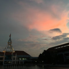 Photo taken at อาคารโดมบริหาร (Dome Administrative Building) by INGG on 11/20/2015