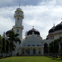 Photo taken at Masjid Raya Baiturrahman by Nur K. on 7/21/2013