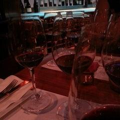Photo taken at Di Vino Wine & Tapas by Juan C. F. on 3/22/2013