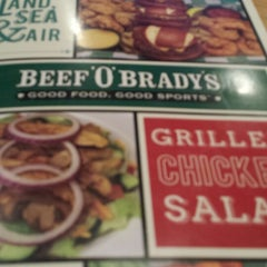 Photo taken at Beef 'O' Brady's by •☆.•*´¨`*••♥Kimmie♥••*´¨`*•.☆• on 1/6/2014