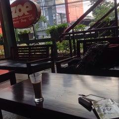 Photo taken at ZOE Café & Library by Astrie Arifani L. on 5/10/2015