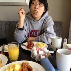 Photo taken at DoubleTree by Hilton Hotel Chicago Wood Dale-Elk Grove by Jonghyun C. on 5/12/2013