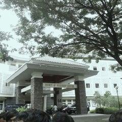Photo taken at Fakultas Kedokteran Hewan by Muhammad F. on 4/18/2013