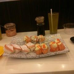Photo taken at Octopus Sushi Bar & Thai by Wilson G. on 5/17/2013