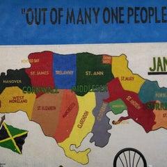 Photo taken at Natraliart Jamaican Restaurant by Twentyfourth E. on 5/27/2014