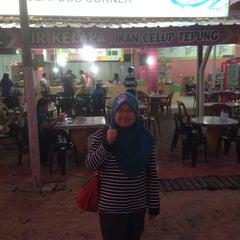 Photo taken at Firdausy Seafood Corner by Sirhan P. on 1/16/2015