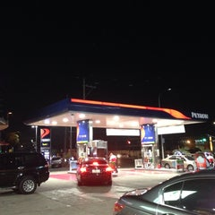 Photo taken at Petron Service Station by 🐝🔞Mharky マ. on 1/7/2014