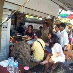 Photo taken at Nasi Bali Men Weti by sarah || aïs™ on 10/27/2012