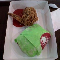 Photo taken at KFC by Ðiian E. on 4/24/2013