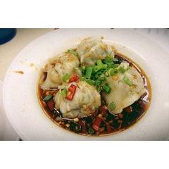 Photo taken at Swee Choon Tim Sum Restaurant 瑞春點心拉麵小籠包 by Caleb K. on 5/19/2013
