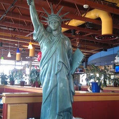 Photo taken at Red Robin Gourmet Burgers by Rich B. on 5/3/2013